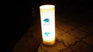 みんなでLED行燈のカバーを作って光の参道をつなぎました。
