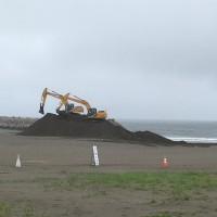 南ビーチ砂除去①